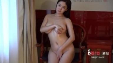国模:当红嫩模易阳大秀全裸好身材 高清视频