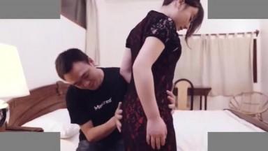 国产AV剧情国产风旗袍诱惑美女王茜想做演员被麻豆传媒导演潜规则